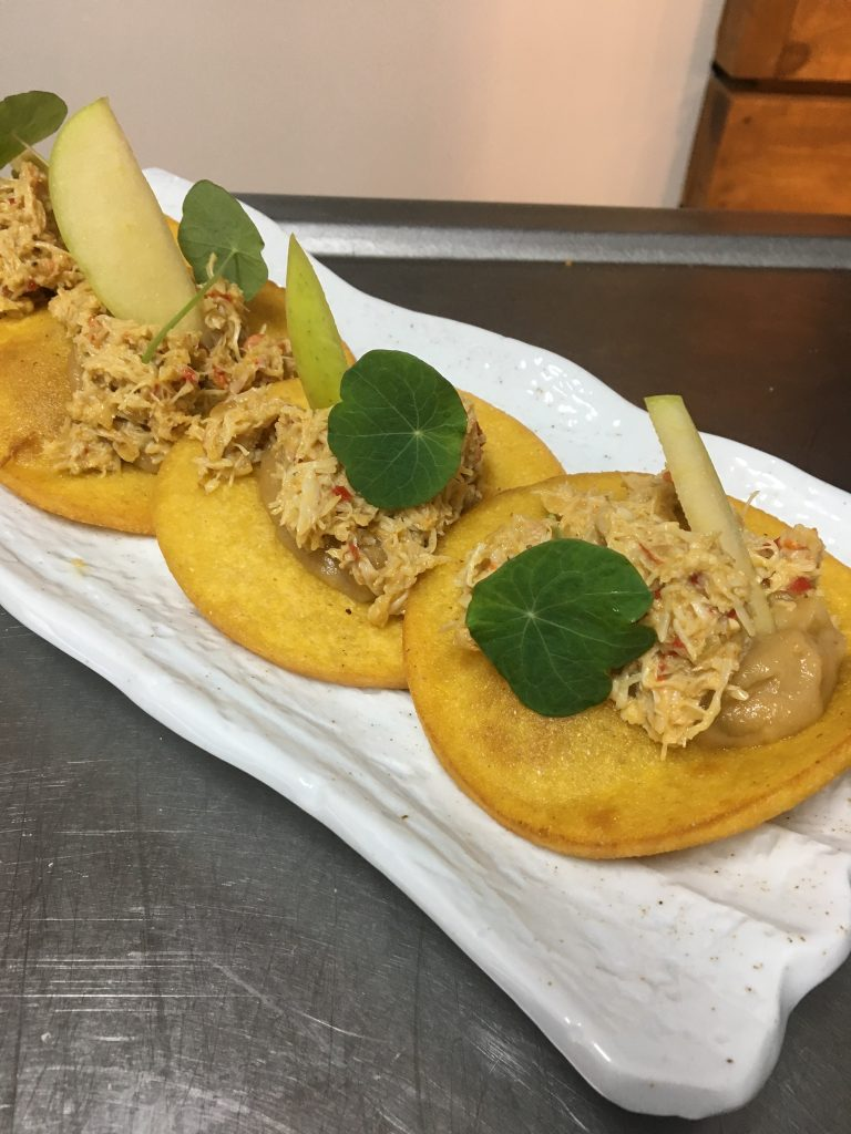 El Pintu Llaviana - Tortinos con picadiellu de centollu y manzana